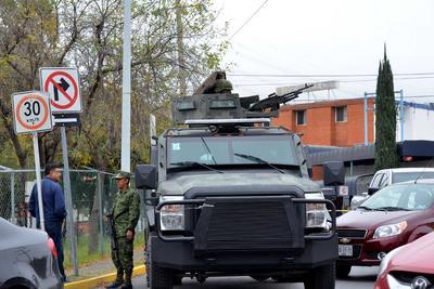 """El gobernador de Nuevo León explicó que las familias que tienen a sus hijos en esa escuela están """"angustiadas"""", """"asustadas"""" y """"preocupadas""""."""
