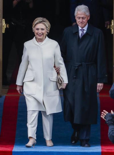 La excandidata Hillary Clintony el expresidente Bill hicieron una inesperada aparición.