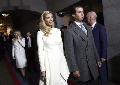 Ivanka Trump y Donald Trump Jr en su llegada al Capitolio para asistir a la ceremonia de investidura de Donald J. Trump.