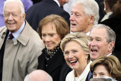 También estuvo presente la excandidata Hillary Clinton.
