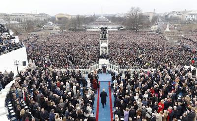 La ceremonia fue asistida por miles de personas.