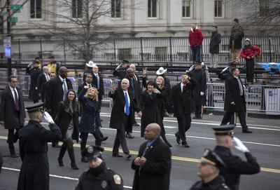 Mucho menos personas acudieron el viernes a la ceremonia de investidura del presidente Donald Trump que las que estuvieron presentes en la juramentación de su predecesor hace ocho años.
