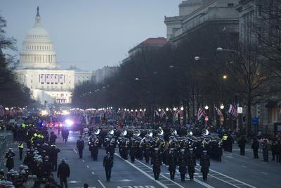 Este recorrido inició en el Capitolio y concluyó en la Casa Blanca, circulando por la avenida Pensilvania en un tramo que mide 2.4 kilómetros.