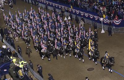 Culver Academy Equestrian de Indiana marcha durante el  58° desfile presidencial.