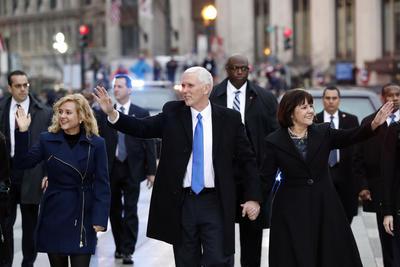 Mike Pence estuvo acompañado de su esposa Karen, y su hija Charlotte.