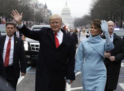 Luego de juramentar este mediodía al cargo como el presidente número 45 en la historia de Estados Unidos, Donald Trump encabezó el tradicional desfile de investidura.