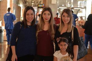Olivia, Fernanda, Linda y Mía