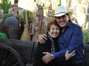 Juan Carlos con su mamá, Silvia