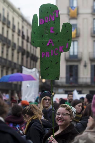 España atendió el llamado de las mujeres en contra de Trump.