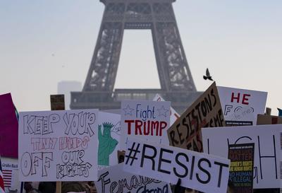 La Torre Eiffel fue el escenario de las protestas en París.