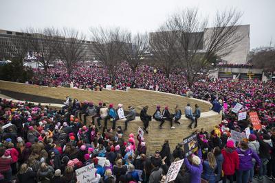 Desde temprano se advirtieron señales de que las multitudes superarían en número a las que asistieron a la investidura de Trump en la víspera.