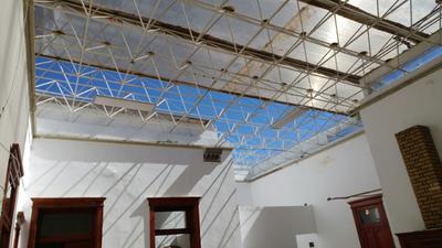Aire se lleva techo de una biblioteca.