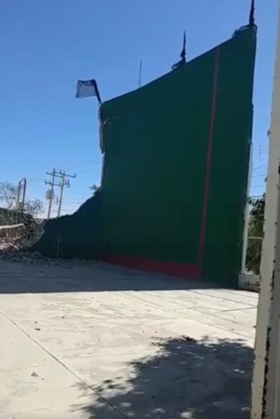 Caída de barda en Guadalupe Victoria.