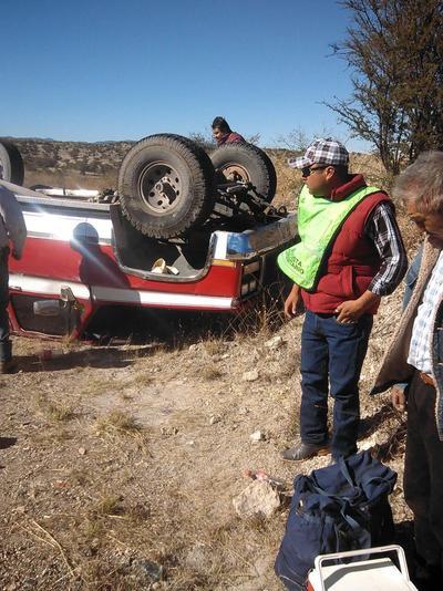 Volcadura en la carretera Durango-Parral.