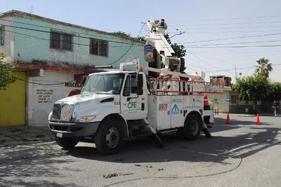 El viento causó la suspensión en algunos sectores del suministro de energía eléctrica, agua potable, telefonía y televisión por cable, además de fallas en semáforos.