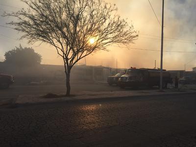 Personal de Cruz Roja atendió a varios de los vecinos del sector debido a crisis nerviosas y la inhalación de humo, aunque ninguna ameritó ser trasladada.