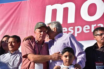 AMLO también estuvo acompañado por Guillermo Gutiérrez, candidato de Morena a alcalde de Torreón.