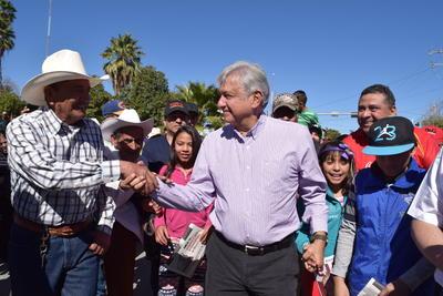 El dirigente de Morena se reunió con simpatizantes de su partido, mientras aprovechaba para saludar y agradecer por asistir a dicho encuentro.