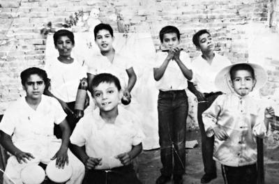 """22012017 Mundo Lara, Chava Lozano, Jaime Montoya, Juan Moreno, Juan y Jorge López, formaban el grupo musical infantil """"Los 7 machos"""" en 1959."""