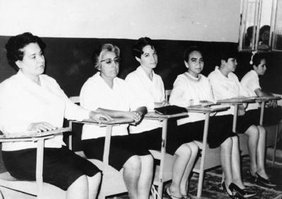 22012017 Dolores Gutiérez, Elsa Salas de Flores, María Antonieta Hernández Pérez, Aurora Chiw, Oralia Gamboa y Gloria Estela Vega Peyorena, en 1968.