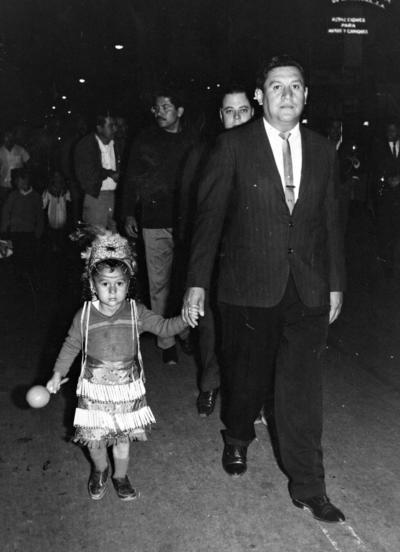 22012017 Peregrinación del ISSSTE en 1975, Rodolfo Álvarez con su hijo, Martín Álvarez Rangel.