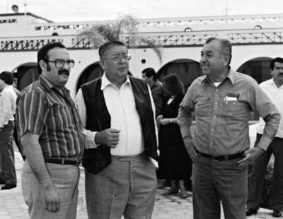22012017 Ariel Berrueto en amena charla con Lorenzo Mata y Jesús Reyes García.