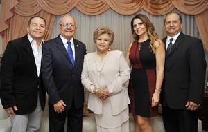22012017 EN FAMILIA.  Rogerio Manjarrez y Alma A. Milán de Manjarrez con sus hijos: Rogerio, Alma Lorena y Carlos Manjarrez Milán.