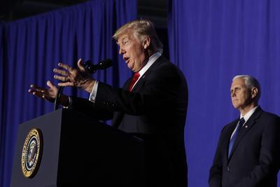 El presidente de Estados Unidos, Donald Trump, ofreció un mensaje después de firmar dos decretos para la seguridad fronteriza con los que ordena la construcción de su polémico muro.