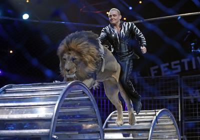 Los hermanos Zapashny, actúan durante la ceremonia de la edición 41 del Festival Internacional de Circo de Monte-Carlo