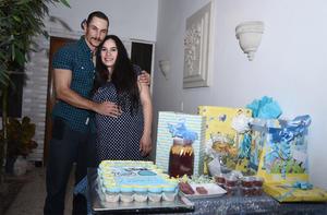 26012017 SERáN PAPáS.  Olga Betsabé Gallegos Robles con su esposo, Daniel Berumen González.