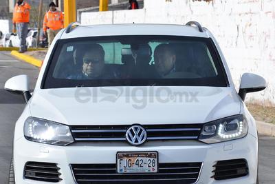 Rubén Moreira llegó acompañado del alcalde de Torreón, Jorge Luis Morán.