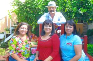 28012017 Prof. Teófila Martínez acompañada por amigas en su festejo de cumpleaños. Entre las asistentes, estuvieron Esperanza Garay, Olga García, Jesusita, María Elena, Rita Castorena y María Reyes.