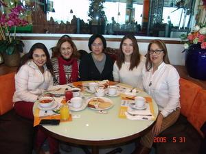 28012017 CELEBRA SU CUMPLE.  Sara Saucedo con Diana, Cony, Idalia y Lorena.