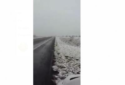 A través de la misma red social, PC Coahuila compartió algunas fotografías donde se aprecia la zona teñida de blanco.