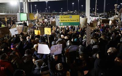 Dicha protesta tuvo inicio aproximadamente a las 14:00 horas en Nueva York.