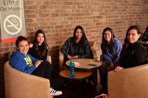 29012017 ENTRE CLASES.  Diana, Tamara, Ana, Valeria y Daniela.