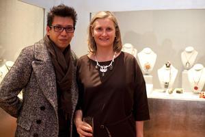 29012017 EN EL PALACIO DE ITURBIDE.  Pineda Damián y la curadora Ana Elena Mallet junto a la obra del artista.
