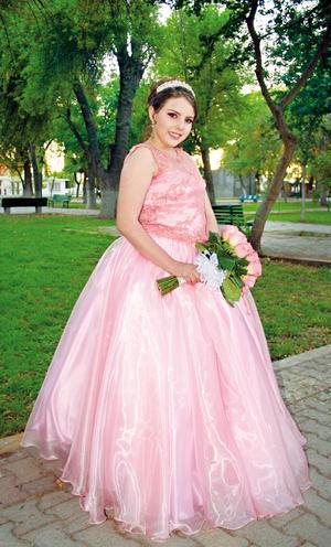 21052017 María Fernanda Estrada Ávila lució feliz el día de la celebración de sus XV años.