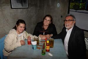 Alin, Paty y Carlos.