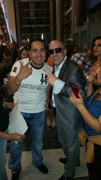 27102017 Una foto aquí con Pitbull en su concierto en Orlando Florida.