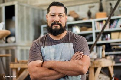 Colmenero nació en Camargo, Chihuahua pero pasó toda su juventud en el municipio de Bachiniva. Parte de su éxito como escultor se debe a que sus padres siempre lo apoyaron en sus deseos de dedicarse al arte.