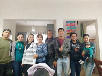 02022017 Adrián, Rocío, Samily, Yolanda, Carlos Bernardo, Carlos Francisco, Dorian, Marco, Estela, Emiliano y Ximena. Erika y Emma.