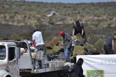 La máxima autoridad militar en Durango declaró que han aportado más de lo que tienen para el combate el narcotráfico, pues desde el año pasado han sido apoyados por unidades tipo batallón provenientes del centro del país, y que en el 2017 cuentan ya con cuatro unidades más de apoyo para dicho fin.