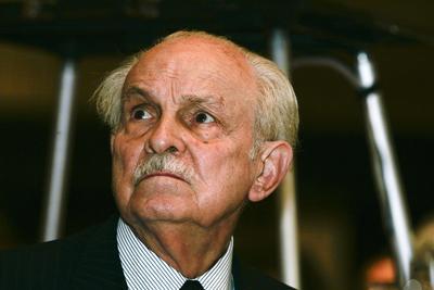 En 1945, Lorenzo Servitje, junto con Jaime Jorba, Jaime Sendra, Alfonso Velasco y José T. Mata, fundaron Panificación Bimbo, dedicada a la fabricación de pan de caja.