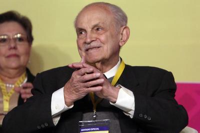 El empresario, nacido en 1918 e hijo de un migrante catalán, heredó de su padre la pastelería El Molino cuando estudiaba para contador público en la UNAM.