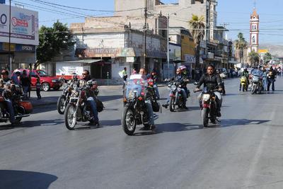 Al contingente se unió un grupo de motociclistas que partió de la Feria Torreón para tomar el bulevar Independencia hasta la calle Múzquiz y terminar sobre la avenida Juárez.
