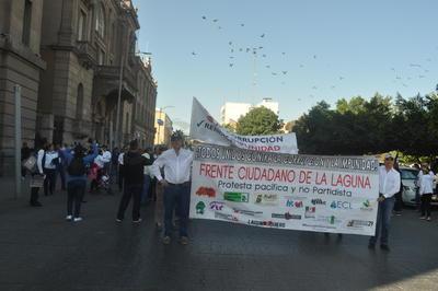 La marcha inició en la Plaza de Armas de Torreón.