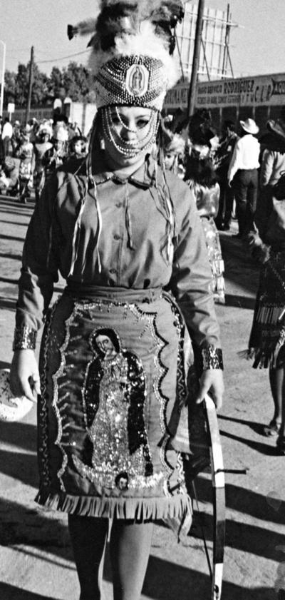 05022017 LitaRodiles, capitana de la danza de la Ocampo y Leona Vicario, hace varias décadas.
