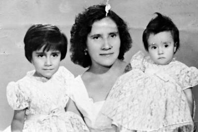 05022017 Martha Almanza de Argumedo (f) y sus hijas, María del Carmen y Martha Alicia Argumedo Almanza.