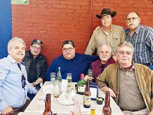 06022017 EN FESTEJO.  Ramón Betancourt con Felipe García, Pepe Bracho, Pepe del Bosque, Tito Alarcón, Carlos Ávila y Gabriel de la Torre.